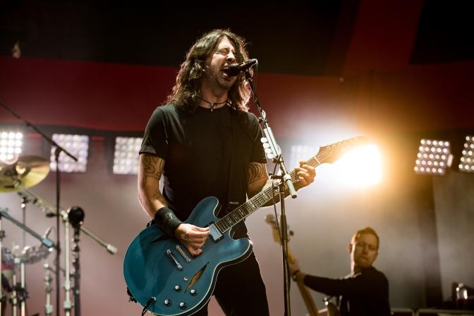 Fãs do Foo Fighters não deixam a música parar